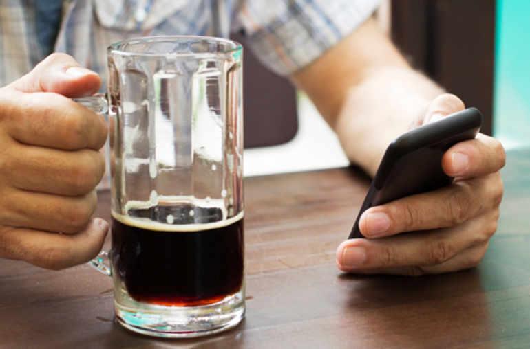surveiller sa consommation d alcool sur son smartphone planete sante. Black Bedroom Furniture Sets. Home Design Ideas