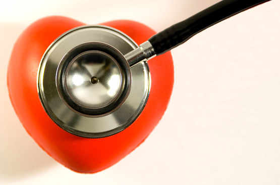 Stethoscope oscultant un coeur