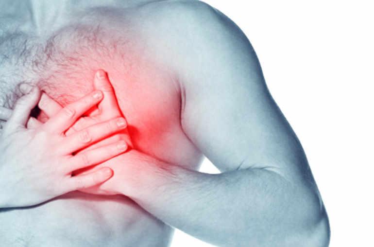 El dolor que tira detrás de la oreja y en el cuello a la derecha