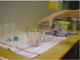 mesure eau pour préparation du biberon