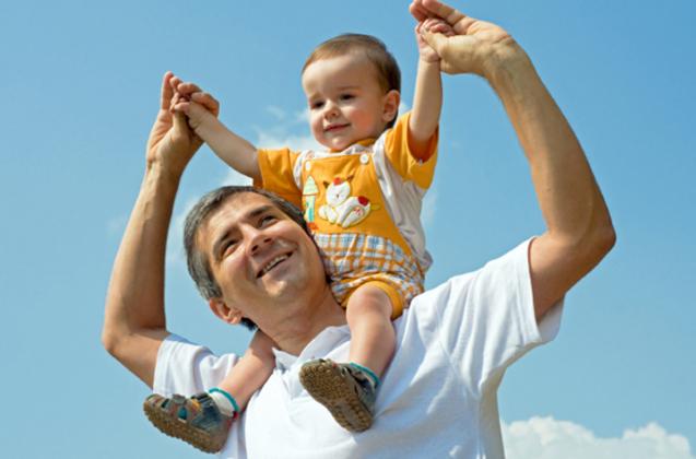 Être père après 45 ans fragilise la santé de l'enfant